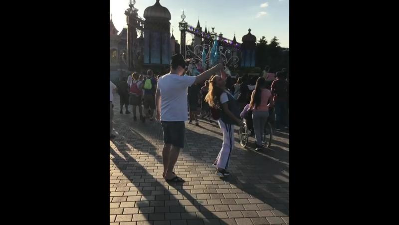 Гарик Харламов и Кристина Асмус в Disneyland Paris