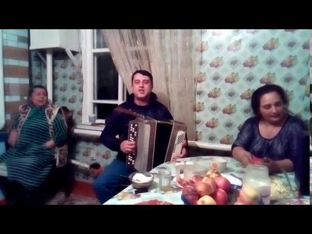 Цыган задорно поет под баян Петя Пуне (старинная песня Казачек)