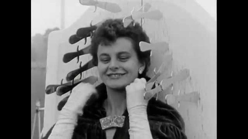 Elizabeth and Collins, knife throwing / Messerwurf / метание ножей, 1950s