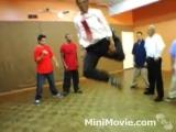 Breakdance b-boy Obama and McCain - Dance Off