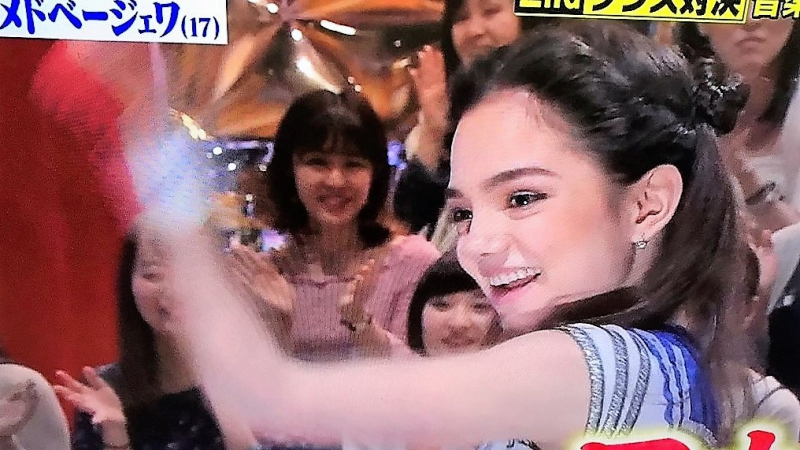 Сейлор-Женя танцевала АКБ48 : Печенье с предсказанием любви.