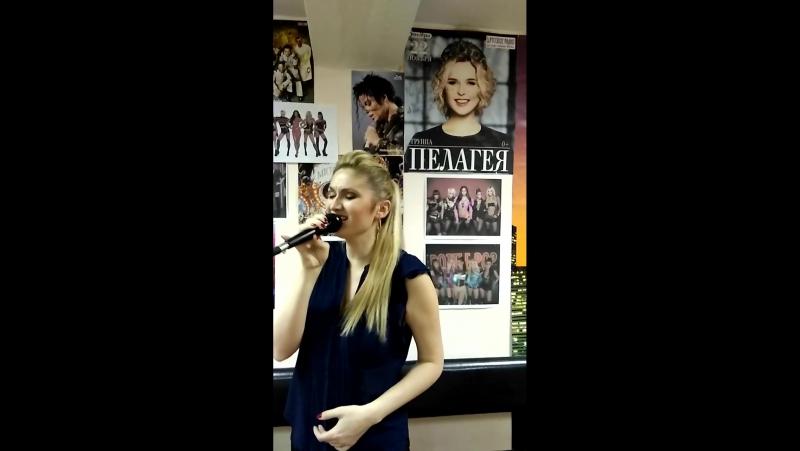 Эльвира сдаёт песню перед конкурсом. Рабочие моменты в классе