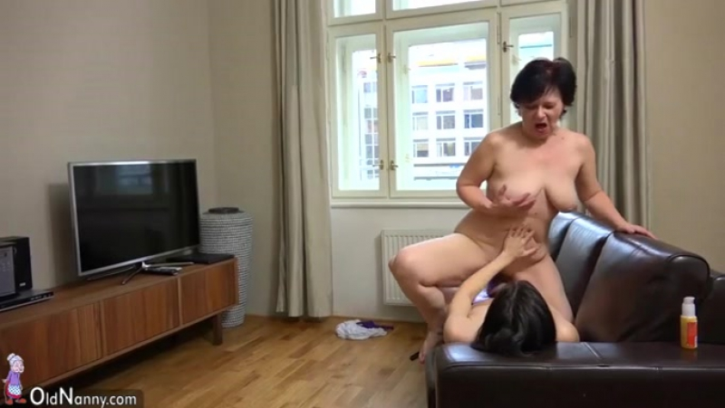 My elderly lover and me enjoy having lesbian sex indoors 408830