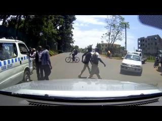 Обстановка на дорогах примерно как в Днепре, только в Уганде асфальт получше... %)