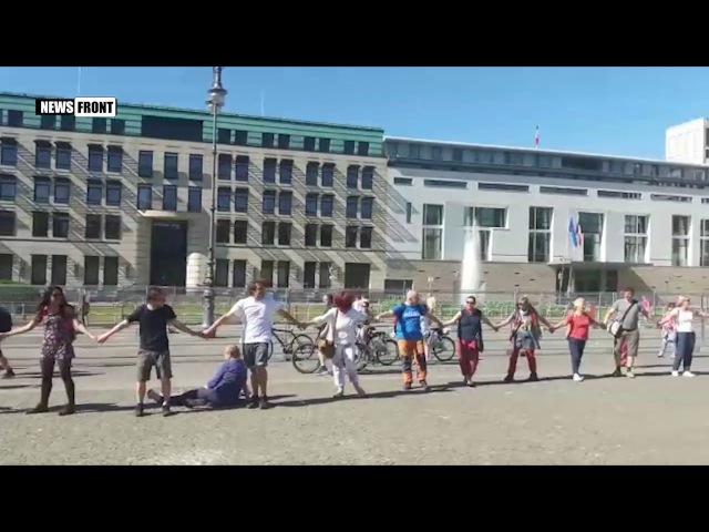 В Берлине прошел митинг по итогам саммита НАТО