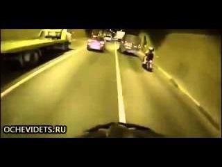 Сумашедший велосипедист в тоннеле