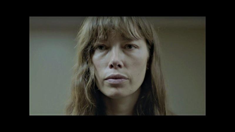 Грешница_THE SINNER (EN_Official Trailer (HD)) Jessica Biel Drama Series В один прекрасный солнечный день молодая женщина Кора Таннетти в приступе необъяснимой ярости наносит несколько смертельных ударов ножом незнакомому мужчине. Преступление совершено н