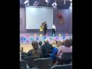 Мальчик классно поёт