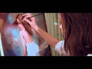 порно видео! Откровенное Эротика Erotic Sexy girl paints a picture