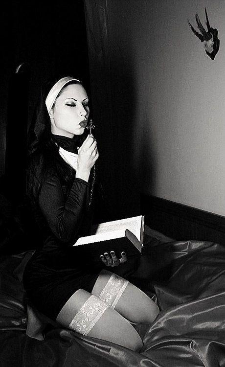 Трахаются моледенкие монашки страстно