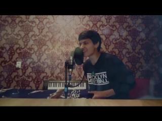 ОКУТАЛА _ Половина меня Узбекский парень поет. Акмаль Холходжаев