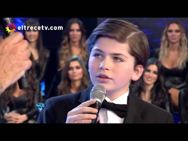Martín de 12 años cantó