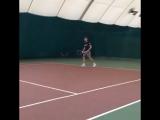 Подача старшего тренера академии тенниса ОД 80 Антона Иванова