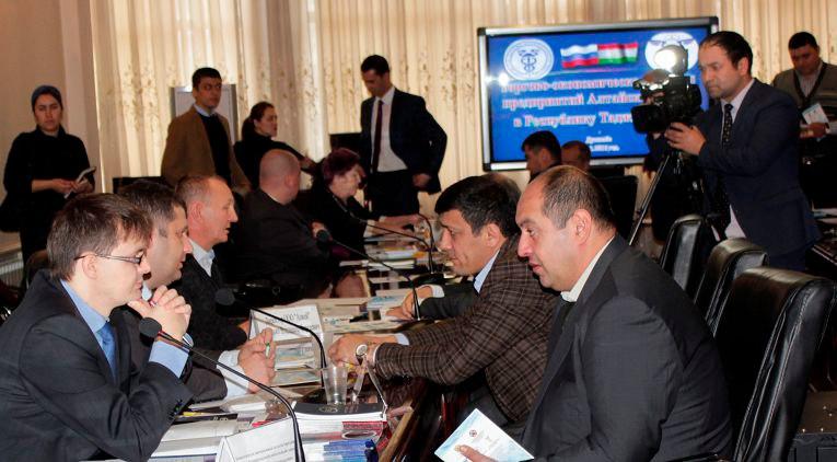 Алтайский край хочет больше таджикских фруктов и овощей