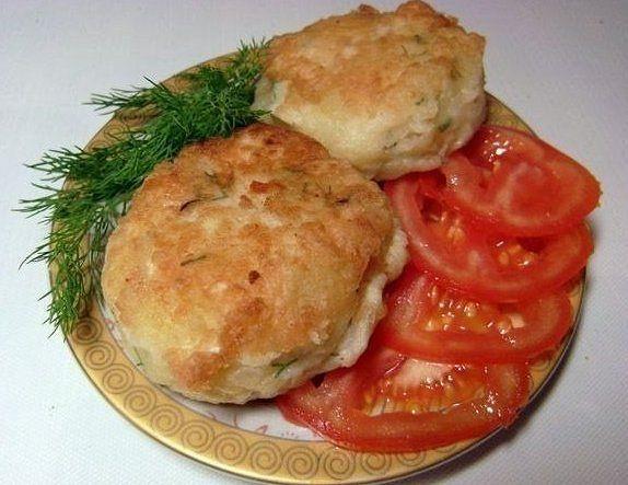 Зразы картофельные с курицей. Ингредиенты: 400-500 г курицы, 5-6 картофелин, 150