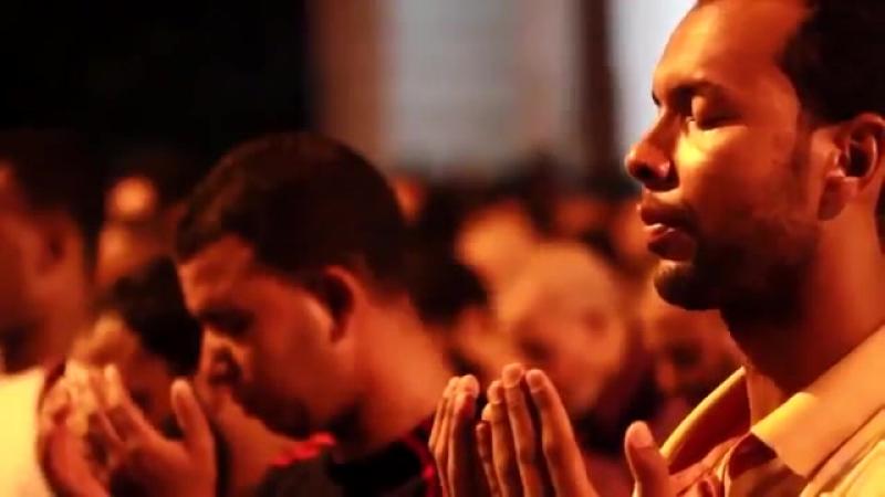 Вот почему ничто не сможет победить Ислам - Таравих намаз более миллиона вер
