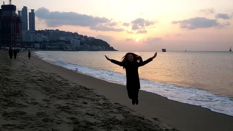 Рассвет в Пусане на берегу моря это круто😎