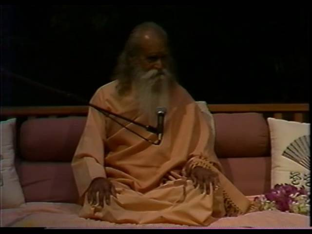 Swami Satchidananda at the 1987 YRS Conference