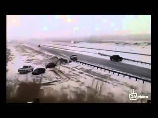 Смотри Жесткие последствия ледяного шторма на дороге