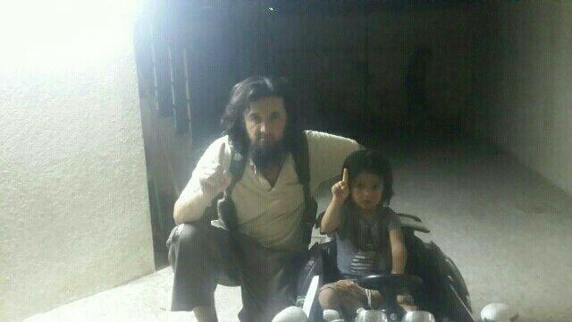 Новость дня: В соцсетях появилась новая фотография беглого таджикского полковника вместе с сыном
