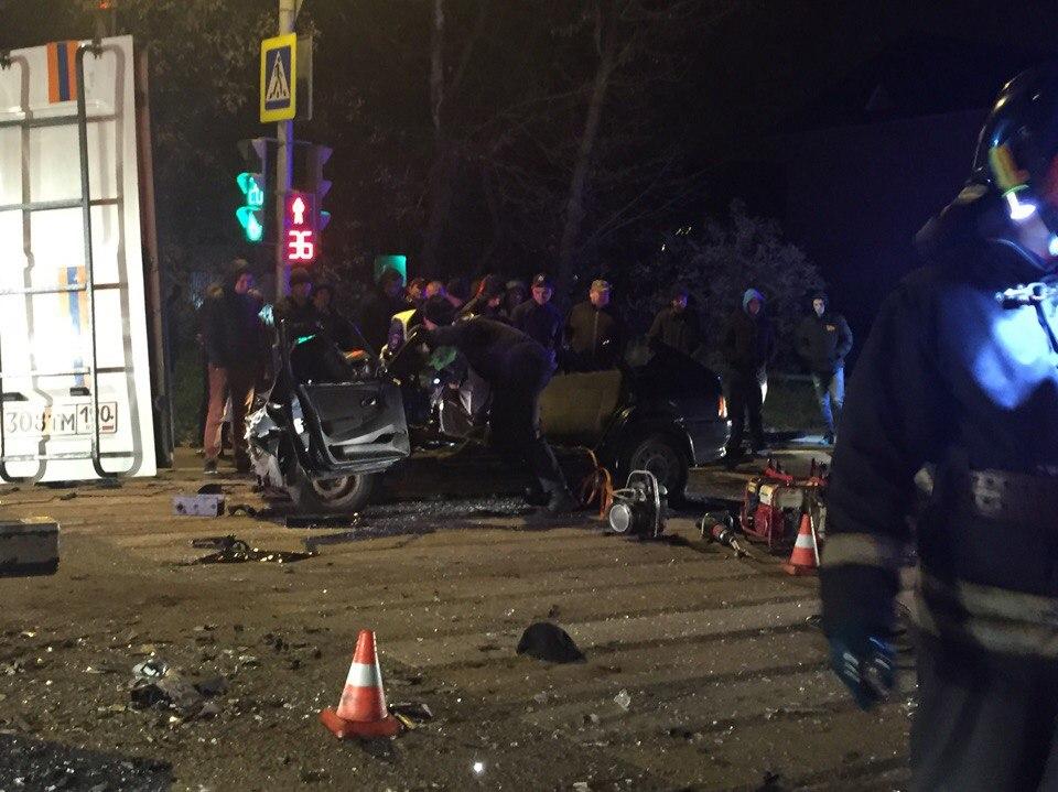 В Сети появились фото и видео с места смертельной аварии в Подмосковье