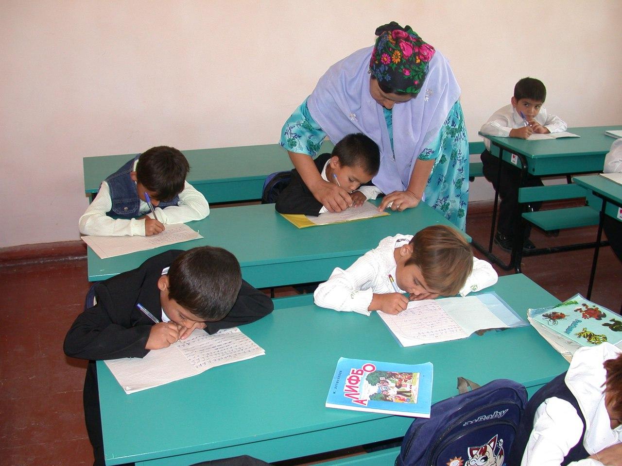 Таджикистан перейдет на 12-летнее образование в 2020 году