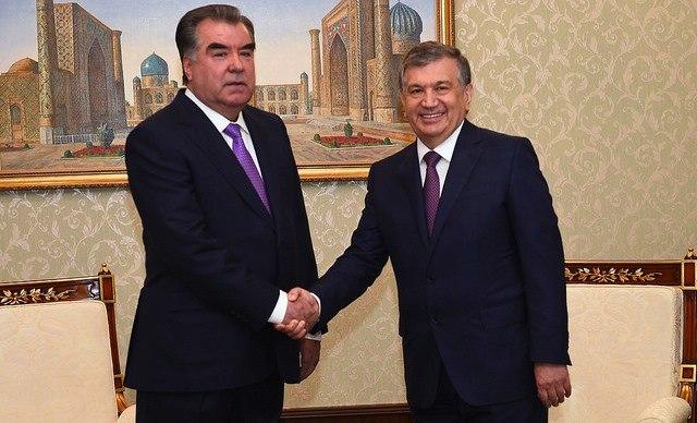 Эмомали Рахмон и Шавкат Мирзиёев провели телефонный разговор