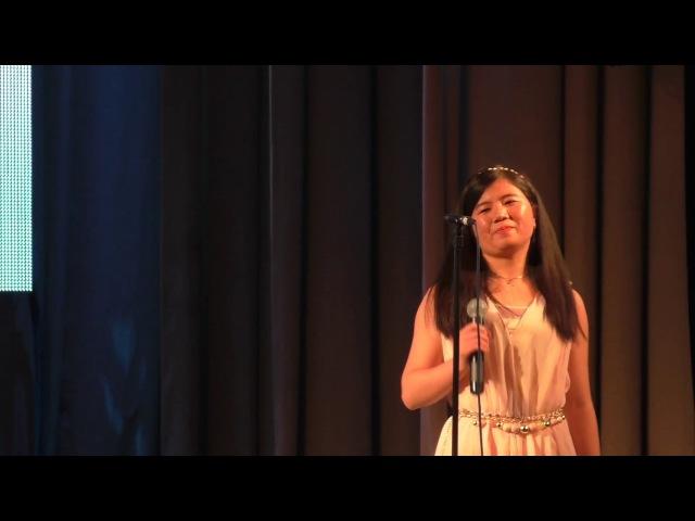 китайские девушки читают стих Есенина - белая берёза