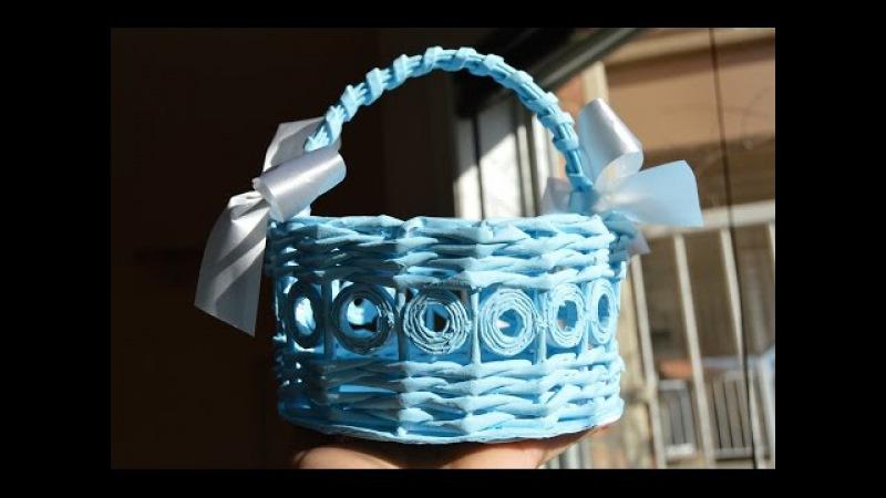 Голубая пасхальная корзинка из бумажных трубочек