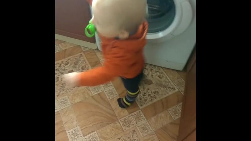 Мой маленький,любимый малыш👼👼👼💕💕💕😇😇😇👏👏👏👏вот и первые твои шаги! Мужчинамоейжизни! люблюбольшежизни❤️