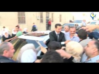 Момент прибытия президента Башара Аль-Асада в город Кара на праздничную молитву, по случаю праздника Ид Аль-Адха