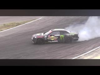 Drift Vine   Dodge Challenger Daigo Saito at Ebisu Nishi Formula Drift Japan