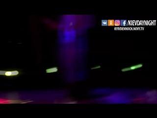 Киев днём и ночью. Паша танцует стриптиз!