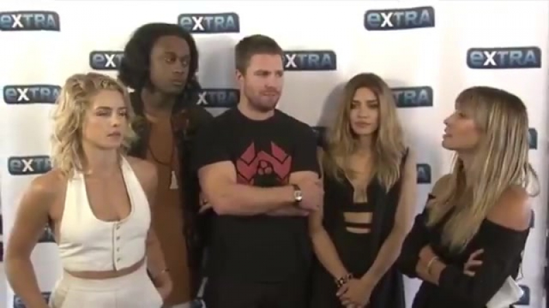 ExtraTV: ExtraTV: StephenAmell on how flashbacks with feature on Arrow...