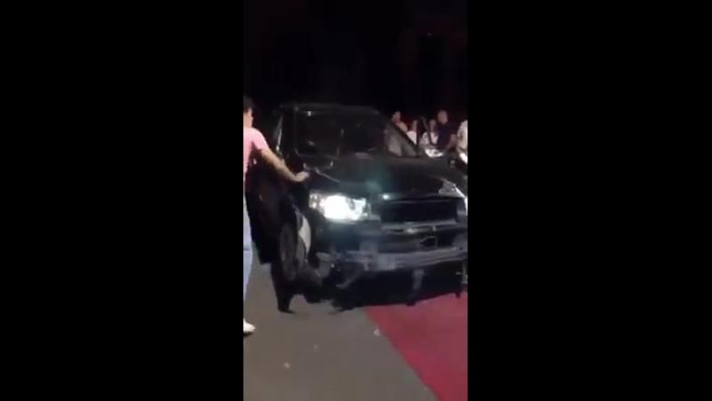 Вчера вечером Каптива заехал в ресторан Чинзано и снёс ворота 👇 htt