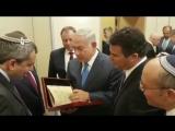 «Президент Путин подарил мне трогательную вещь»: Нетаньяху получил в Сочи отрывок из первой в мире книги Танаха.