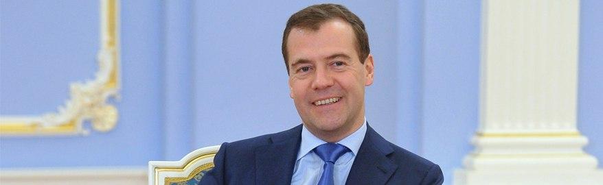 Медведев пообещал хорошие дороги только большим городам