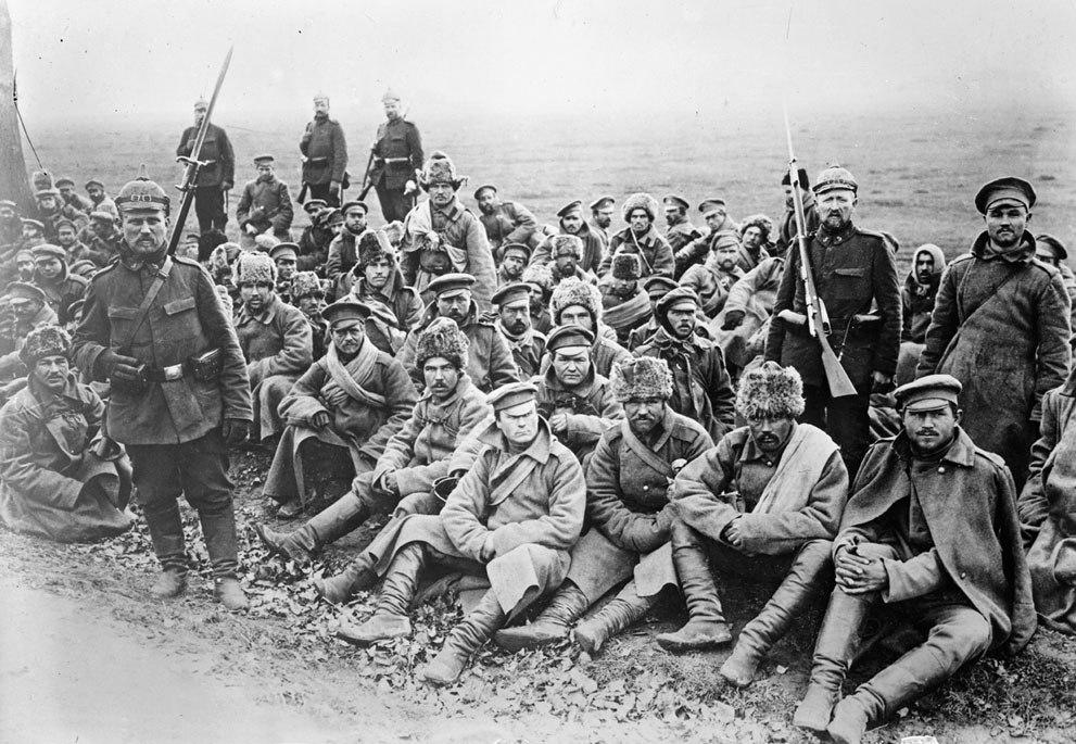 Русские военнопленные под конвоем германских солдат. Первая мировая.