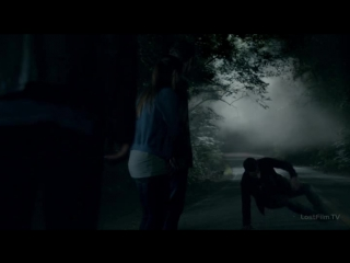 Дневники вампира - 8.01 - Нападение на пару на дороге (Озвучка Lostfilm)