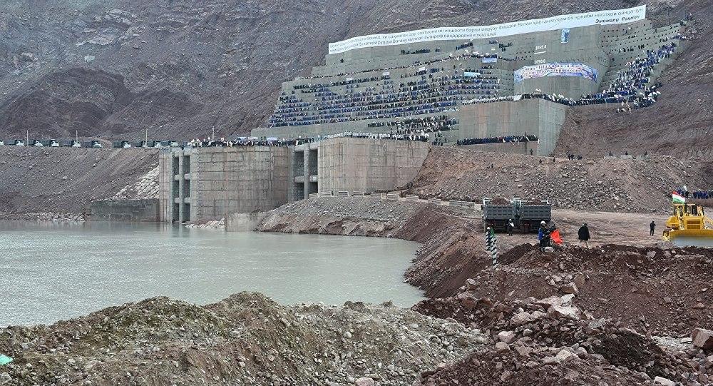 Форму дамбы Рогунской ГЭС