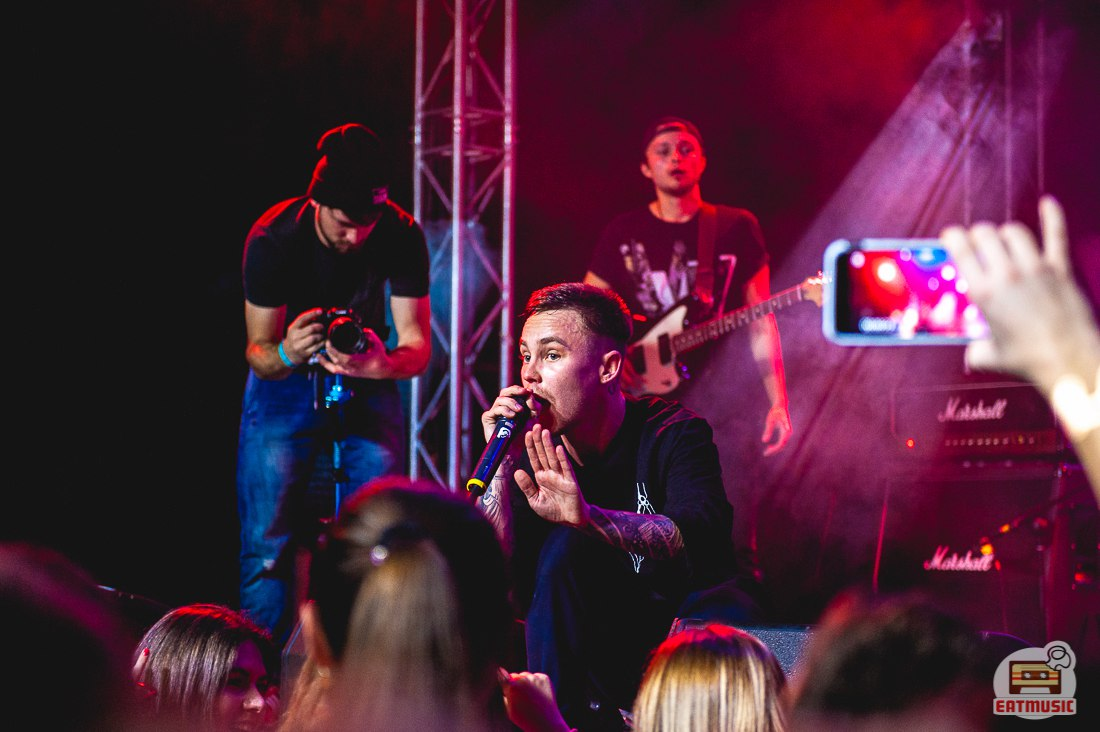 концерт Артема Пивоварова в клубе Volta