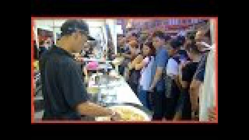FREE STREET FOOD! - GIANT Gravy with Fried Noodle and Chinese Broccoli in China Town