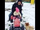 вот так папа и дочь гуляют