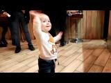 Злата танцует у Тимати в Блекстар Бургере  Zlata dances from Timati to Blackstar Burger