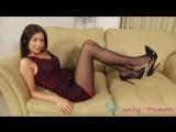 Сексуальная красивая девушка дkинные ножки в тонких черных коготках в мини юбке в туфлях на высоких каблуках шпильках футджоб