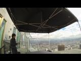 стеклянная горка Skyslide на самом высоком небоскребе Калифорнии