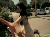 INNA-Un_Momento_Official_video_b_(anwap.org)