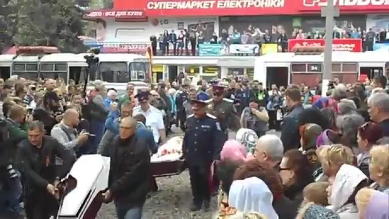 22 апреля 2014 года, похороны погибших ополченцев на блок-посту, Славянск.