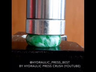 Гидравлический пресс VS Попрыгунчик