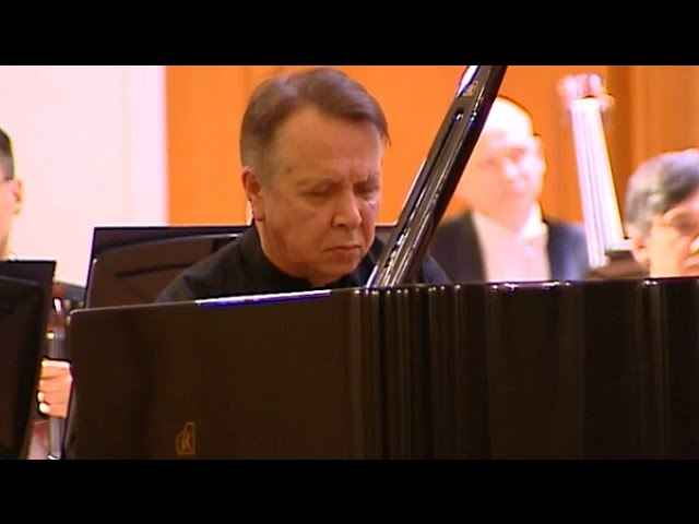 Mikhail Pletnev plays Rachmaninoff - Piano Concerto No. 2 (live in Moscow, 2016)